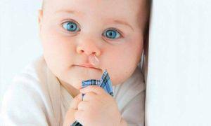 Как ребенку очистить нос от соплей?