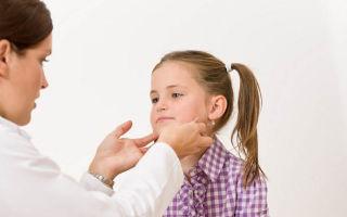 У ребенка болит горло. Как найти причину