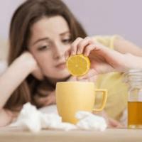 Когда и как правильно принимать мед при ангине